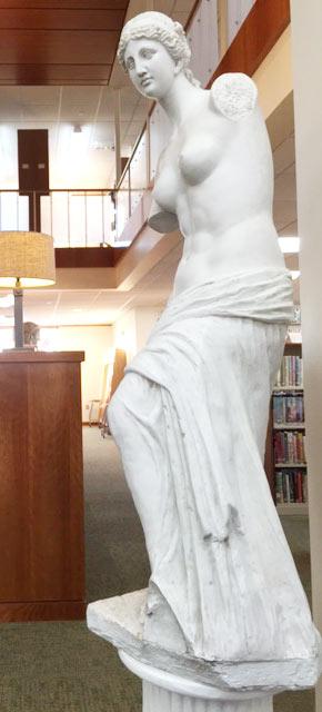 hot-teen-girl-photo-sculptures-narrow-burnette-women